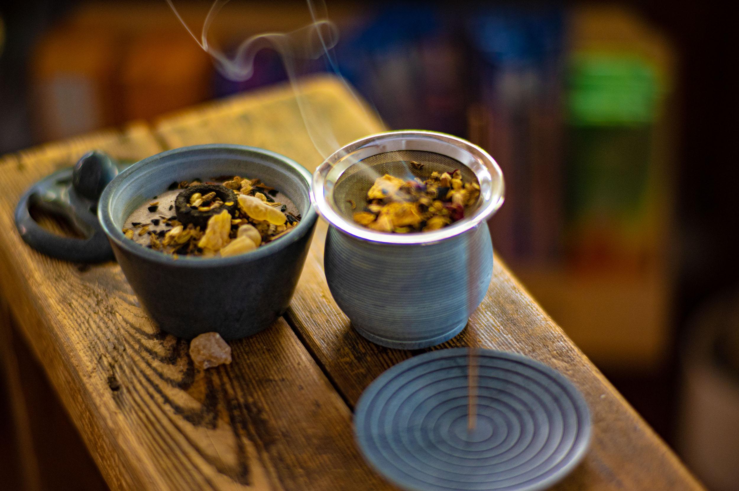 Zwei verschiedene Metall Teefilter